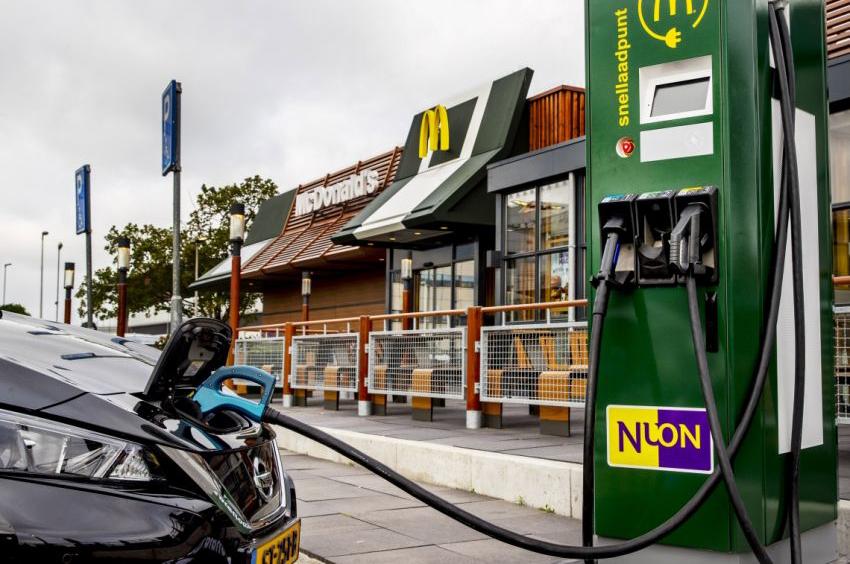 Elektrische Auto Binnen Een Half Uur Opladen Bij Mcdonald S