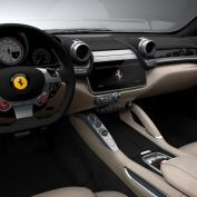 Financial lease Ferrari GTC4 Lusso interieur