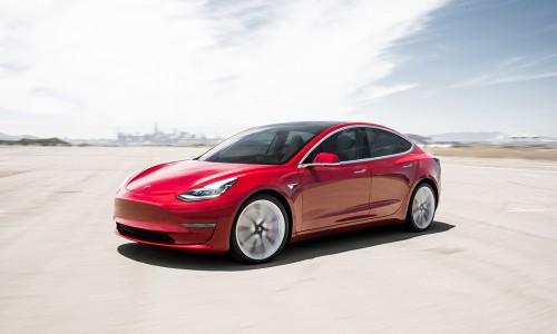 De Tesla Model 3 is nu al zakenauto van het jaar 2021