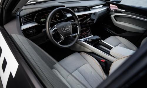 Bekijk het high tech Audi e-tron interieur