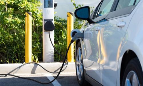 Opladen van elektrische auto goedkoper en efficiënter door Qurrent pilot