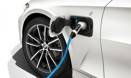 BMW 330e krijgt meer vermogen en verbeterde elektrische actieradius
