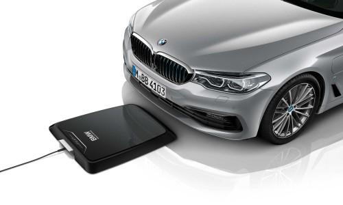 Plug-in hybride leaseauto van BMW kan vanaf nu draadloos opladen