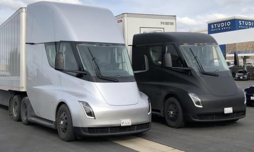 Elon Musk deelt foto van elektrische Tesla Semi bij transportdebuut