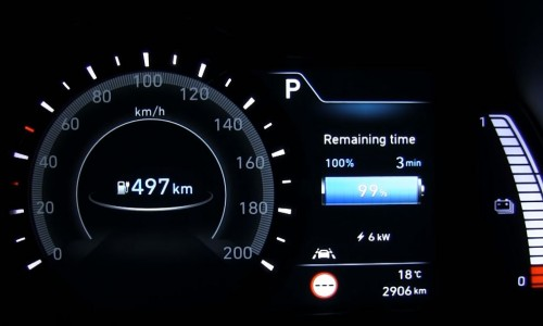 Zie de Hyundai KONA Electric opgeladen worden met 175 kW snellader