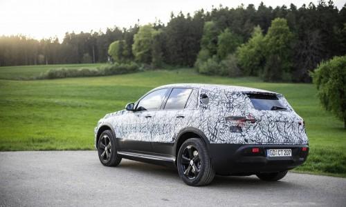 Filmpje: volledig elektrische Mercedes EQC maakt zich op voor laatste tests