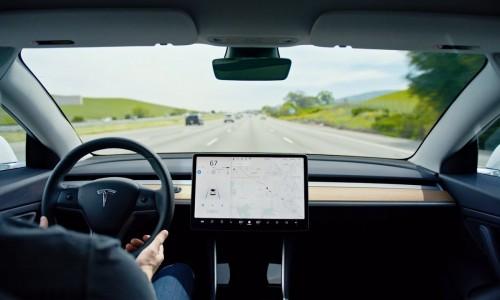 Tesla werkt aan 'Mad Max'-modus voor zelfrijdende Autopilot-systeem