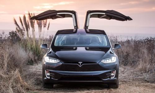 De beste verborgen Tesla features en hoe ze te vinden
