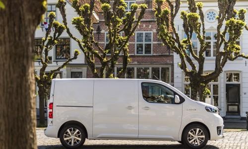 4 op een rij: de nieuwe generatie elektrische bestelwagens die u kunt leasen